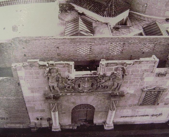 Instalación de la fachada del Palacio Riquelme en el Museo Salzillo en la década de los setenta del siglo XX