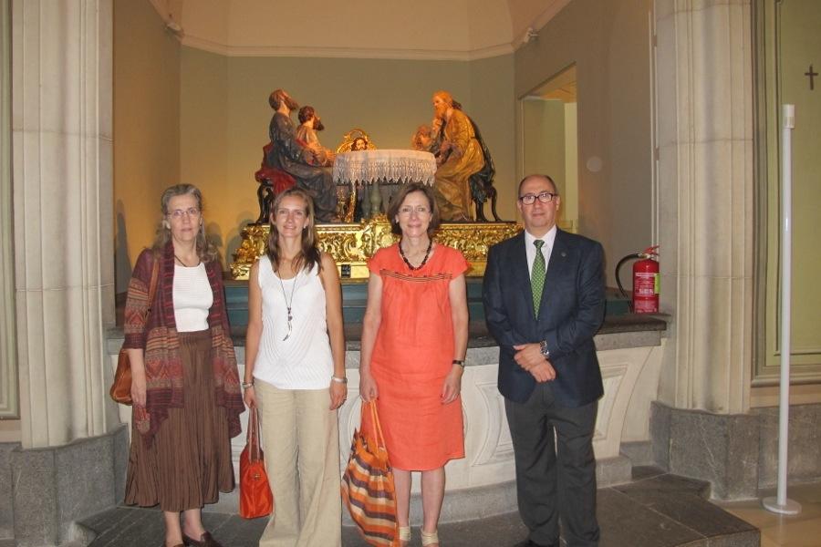 Concepción de la Peña Velasco junto a los profesores Miguel Ángel Melón y María Isabel Monroy