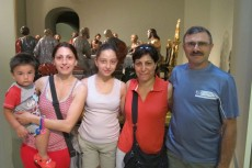 Familia italiana apellidada Salzillo visita el Museo