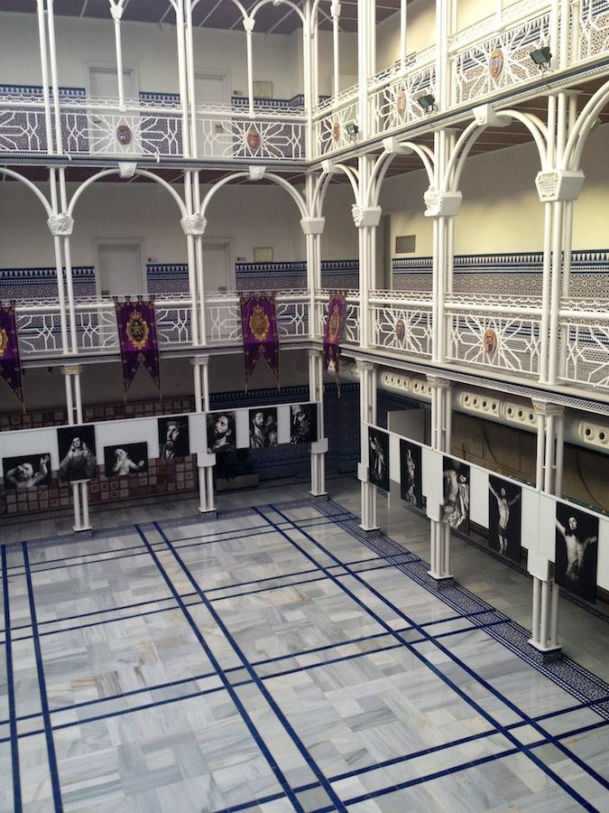 Exposición de Carlos Moisés García en la Asamblea Regional de Murcia