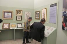 Visitantes en la exposición 250 aniversario de el Prendimiento y la Santa Cena