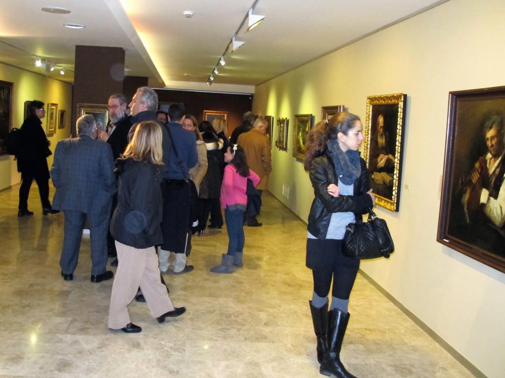 Amigos del Museo y amantes de la pintura y el arte se acercaron a adminirar las obras de la exposición