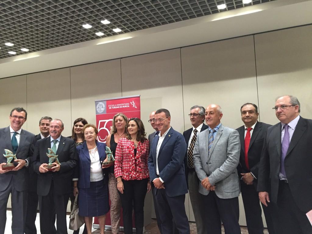 """Foto de familia de los premiados en """"Palomas del Turismo"""""""